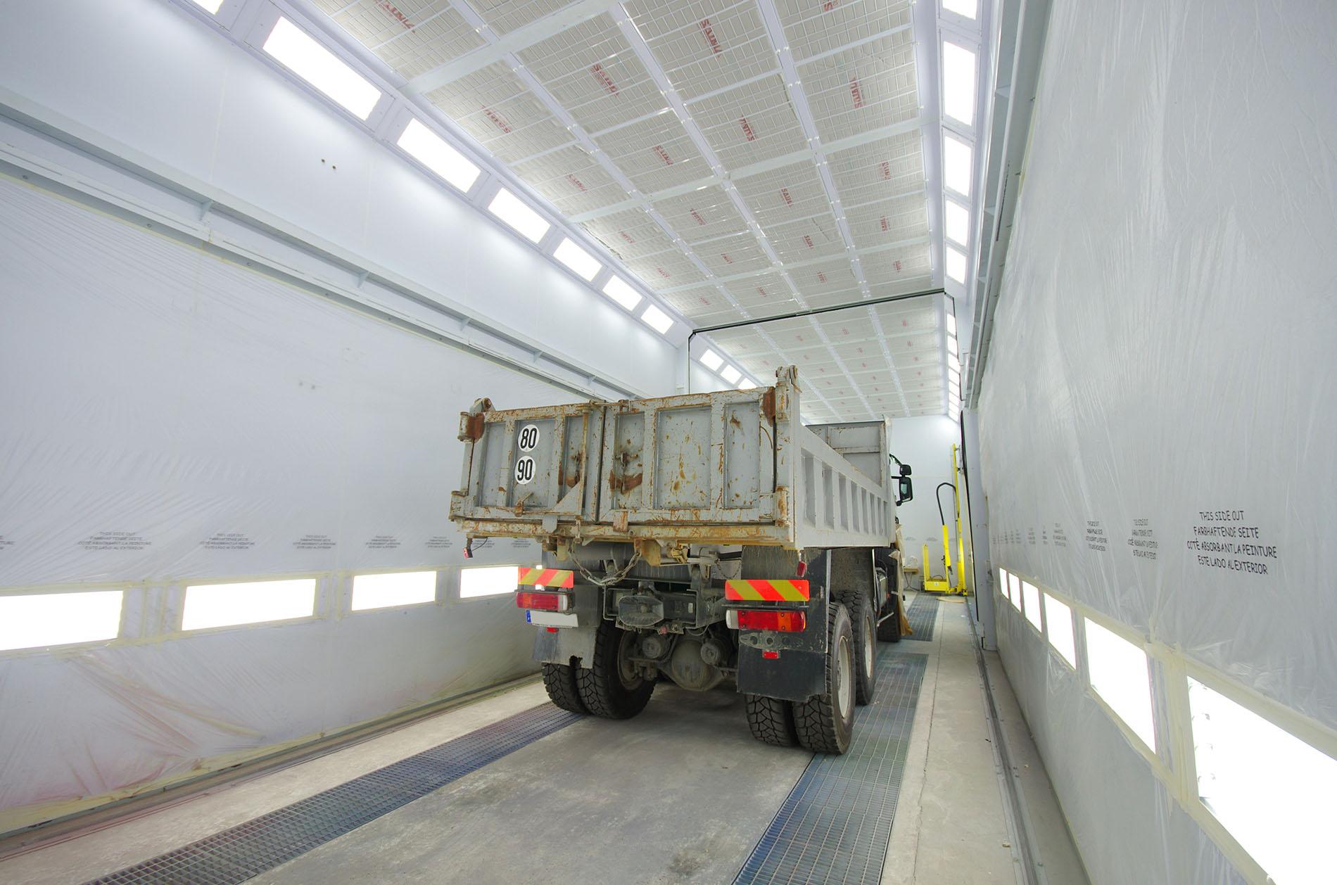 truck spraypainting